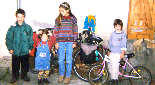 CAC cycling Chastin family hosts: children Mael, Zoe, Clara & Joachim (+Mopi)